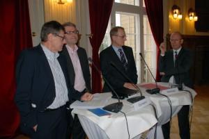 v.l.: Jürgen Büssow; Vorsitzender der Freunde des Adolf-Grimme-Preises; Marc Jan Eumann, Medienstaatssekretär NRW; Christian Nienhaus; WAZ Geschäftsführung; Jan Metzger, Intendant Radio Bremen (Foto: Ulrich Spies)