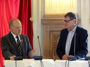 SWR-Intendant Peter Boudgoust (l.) mit Moderator Jürgen Büssow.