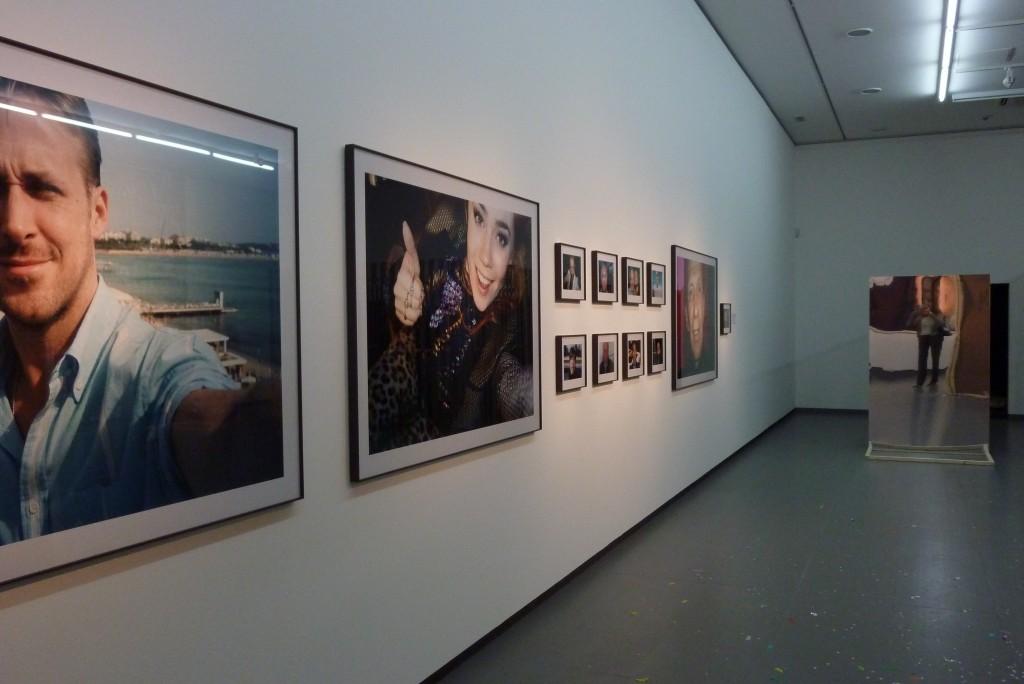 """""""Autoportraits"""" von Prominenten, ein Werk von Jonas Unger. Foto: Vera Lisakowski"""
