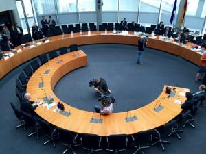 Im Sitzungssaal: Der Zeuge Klaus-Dieter Fritsche vor seiner Vernehmung