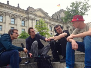 Bei der Aufnahme vor dem Paul-Löbe-Haus: v.l.n.r. Jonas Schönfelder, Felix Betzin, Daniel Lücking, Andre Meister