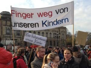 """""""Besorgte Eltern"""" stellen eine Sexualaufklärunng der Vielfalt als """"Frühsexualisierung"""" ihrer Kinder dar. Foto: Nollendorfblog / Johannes Kram"""