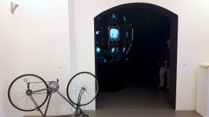 """Aus der Serie """"Unfit Bits"""": Fahrrad mit Fitness-Tracker von Tega Brain und Surya Mattu. Foto: Vera Lisakowski"""