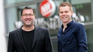 Jürgen Krüger (l.) und Johannes Wöpkemeier (r.), die einen Einblick in das Jahrhundertprojekt A30-Nordumgehung geben. Foto: Maximilian Harre