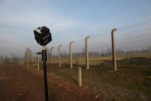 360°-Kamera am Zaun von Auschwitz. Foto: Gerhard Schick, WDR