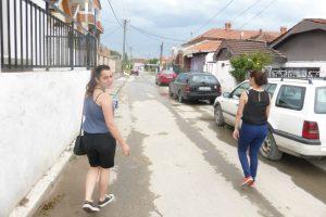 Antoneta unterwegs auf den Straßen Suto Orizaris. Foto: Laura Meschede