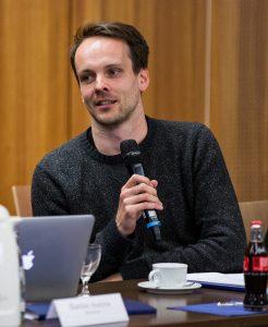 Gregor Schenk von detektor.fm bei der Bekanntgabe der Nominierungen zum Grimme Online Award 2017. Foto: Grimme-Institut/Arkadiusz Goniwiecha