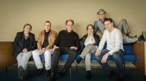 "Das Team hinter ""tell"": Agnese Franceschini, Lars Hartmann, Anselm Bühling, Sieglinde Geisel, Herwig Finkeldey (v.l.n.r.) und Frank Heibert (o.). Foto: Stephan Noë"