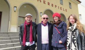 v.l.n.r. Matthias Neumann, Carmine Mancini (Sohn eines Opfers) Nina Mair, Katalin Ambrus vor dem Kino in Treuenbrietzen. Foto: Thomas Wachs/MAZ