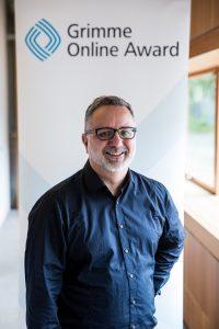 """André Pätzold von """"Es war nicht immer der Osten"""" bei der Bekanntgabe der Nominierungen zum Grimme Online Award; Foto: Grimme-Institut / Arkadiusz Goniwiecha"""
