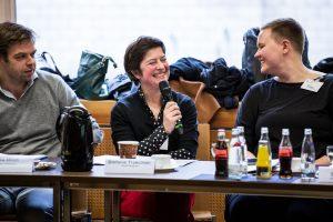 """Stefanie Trzecinski von """"Gebärdengrips"""" bei der Bekanntgabe der Nominierungen zum Grimme Online Award 2017. Foto: Grimme-Institut / Arkadiusz Goniwiecha"""