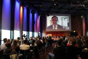 Grußwort per Videobotschaft von Armin Laschet, Ministerpräsident des Landes Nordrhein-Westfalen. Foto: Grimme-Institut/Anne Kerubo Samba