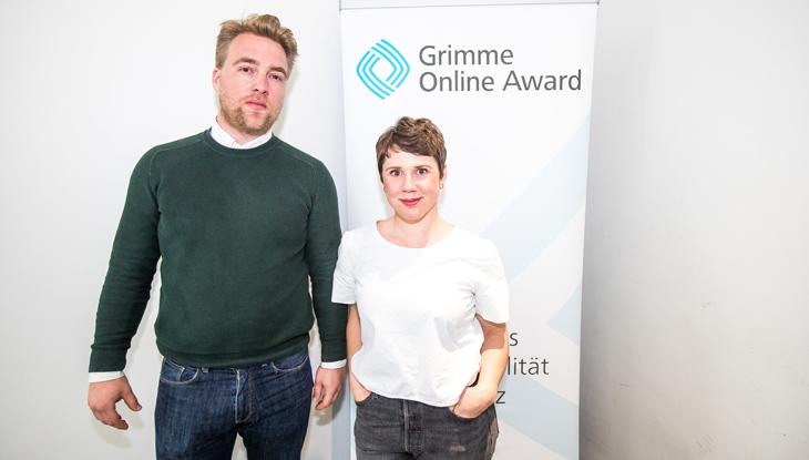 """Frank Joung vom """"Halbe Katoffl Podcast"""" bei der Bekanntgabe der Nominierungen zum Grimme Online Award 2018, vor einem Rollup des Grimme Online Award Foto: Rainer Keuenhof / Grimme-Institut"""