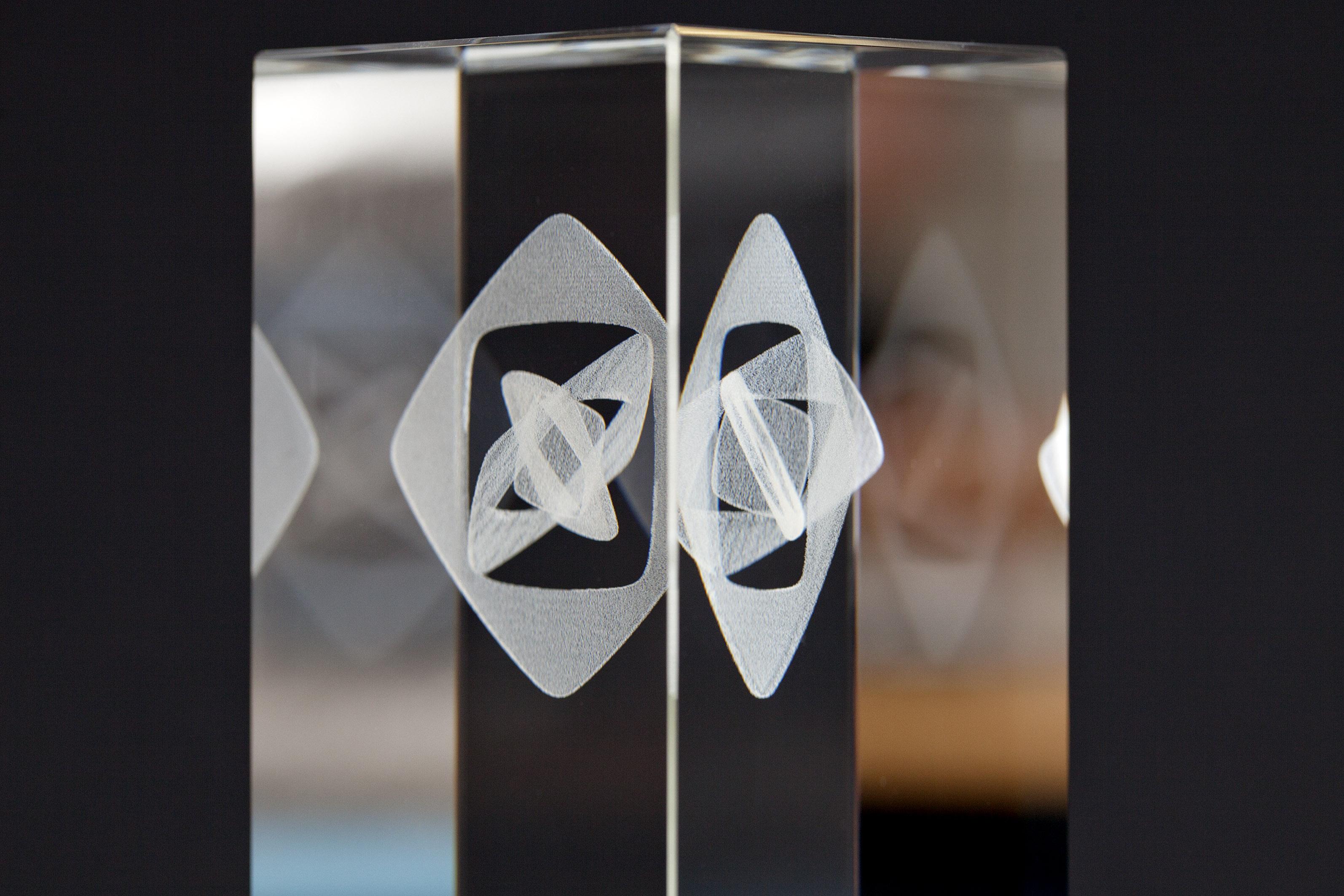 Trophäe zum Grimme Online Award