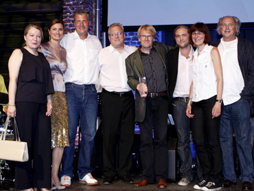 """Die Preisträger für """"Das Wunder von Leipzig"""" im Jahr 2010 mit der Preispatin Inka Schneider (2.v.l.)"""