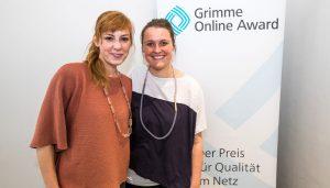 """Eva Schulz und Hanne Bohmhammel von """"Deutschland3000"""" bei der Bekanntgabe der Nominierungen zum Grimme Online Award 2018. Foto: Rainer Keuenhof / Grimme-Institut"""