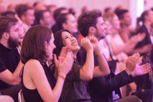 """Mai Thi Nguyen-Kim jubelt im Publikum über ihren Preis für """"maiLab"""". Foto: Georg Jorczyc/Grimme-Institut"""