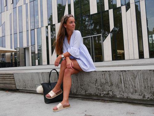 Bloggerin Cindy Grothe vor dem Köbogen