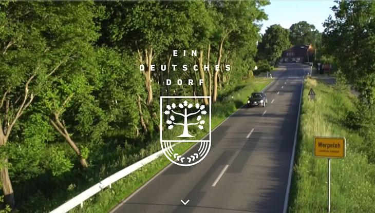 """Was ist Heimat: In """"Ein deutsches Dorf"""" dokumentieren Schüler der Henri-Nannen-Journalistenschule multimedial das Dorfleben in Werpeloh; Foto: Screenshot"""