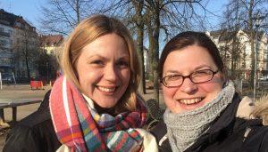 Praktikantin Nadine Aniol und Projektassistentin Lisa Wolf beim Shooting der Nominierungskommission in Düsseldorf, Foto: Lisa Wolf/Grimme-Institut