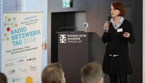 Katrin Rönicke beim RadioNetzwerkTag 2018 in ihrem Workshop: Selbst und ständig - Unternehmung Podcast