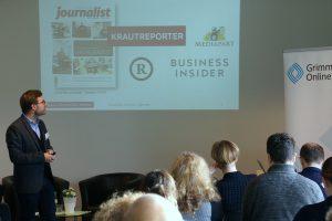 """Christopher Buschow von der Bauhaus-Universität Weimar bei seinem Vortrag beim Symposium """"Erfolgreicher digitaler Journalismus"""". Foto: Daniel Kunkel"""