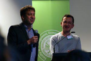 Stefan Domke (l.) und David Ohrndorf realisieren als freie Mitarbeiter für den WDR innovative Online-Projekte. Foto: Daniel Kunkel