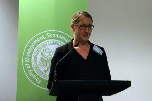 Meike Isenberg von der Landesanstalt für Medien NRW zeigt Fördermöglichkeiten für Journalismus auf. Foto: Daniel Kunkel