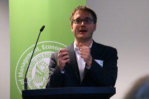 Markus Prior von der Princeton University spricht über Untersuchungen zu politischem Interesse. Foto: Daniel Kunkel