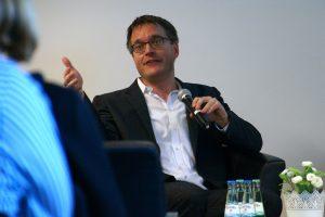 """Markus Prior von der Princeton University bei seinem Vortrag beim Symposium """"Erfolgreicher digitaler Journalismus"""". Foto: Daniel Kunkel"""