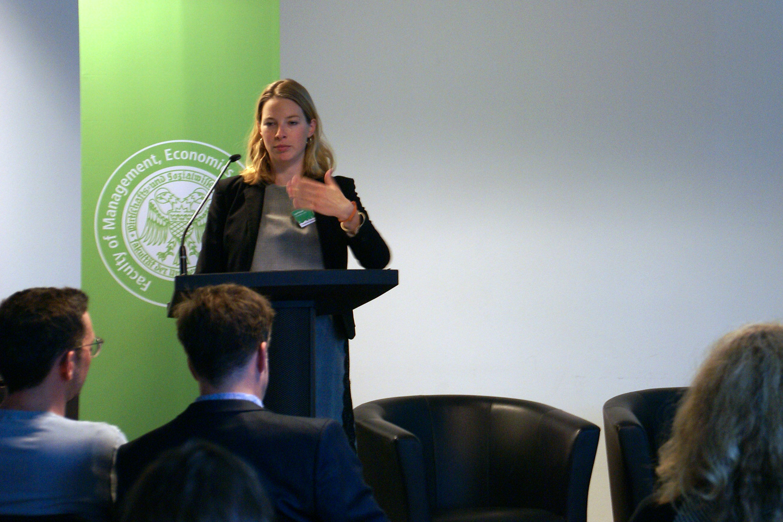Lea Püchel von der Universität zu Köln referiert ihre Forschungsergebnisse zu digitalen Präsentationsformen. Foto: Daniel Kunkel
