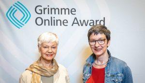 Anne Bauer (r.) mit ihrer Mutter Ulrike Ziegler von eigenleben.jetzt bei der Bekanntgabe der Nominierung zum Grimme Online Award 2019; Foto: Rainer Keuenhof/ Grimme-Institut