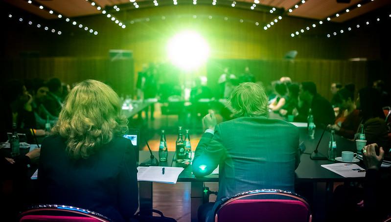 Vera Lisakowski vom Grimme Online Award und Moderator Christoph Sterz eröffneten die Bekanntgabe der Nominierten. Foto: Rainer Keuenhof / Grimme-Institut