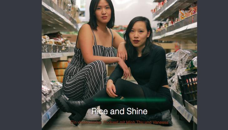 Minh Thu Tran und Vanessa Vu sitzen in einem asiatischen Laden.