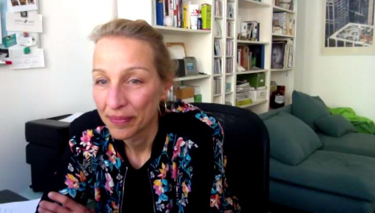 Screenshot Zoom: Nicola Kuhrt im Interview